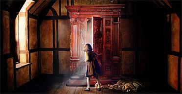 Lucy Pevensie entra en el armario